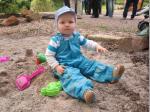 Selbst die ganz Kleinen haben im Sand schon ihre Freude