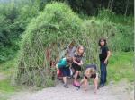 Das vom Frankenwaldverein errichtete Weidenhaus lockt zum Versteckspielen