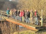 Wandergruppe am Steg über die Wilde Rodach