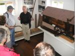 Bei der Führung im Museum wird die Funktion von Schneidmühlen erklärt