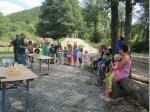 Die Obleute Jürgen Schlee und Michael Stöcker begrüßen insgesamt 24 Kinder beim Ferienprogramm am NaturErlebnis Leutnitztal
