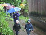 Vor allem die kleinen FWV-Mitglieder Moritz Müller-Gei und Niklas Wilfer störte das nasskalte Wetter wenig - sie marschierten vorneweg