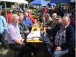 Gemütlichkeit bei der Sternwanderung des Hauptvereins am Sportgelände in Wirsberg, Lkr. Kulmbach